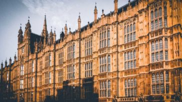 Becas Royal Holloway y Herringham